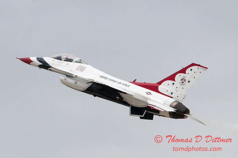 1137 - US Air Force Thunderbirds Sunday performance in F16 Fighting Falcons at the 2012 Rockford Airfest - Chicago Rockford International Airport - Rockford Illinois - Sunday June 3rd 2012