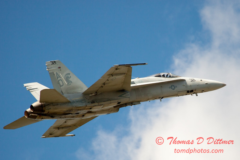 1253 - VFA 106 Hornet East F/A-18 performing at Wings over Waukegan 2012