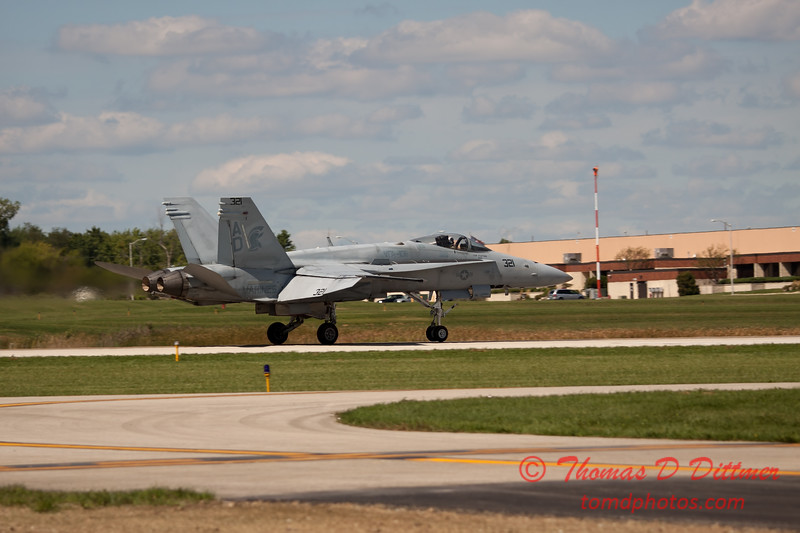 1270 - VFA 106 Hornet East F/A-18 performing at Wings over Waukegan 2012
