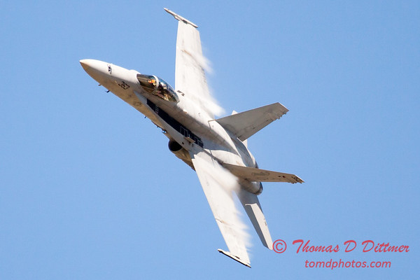 1317 - VFA 106 Hornet East F/A-18 flies by Wings over Waukegan 2012