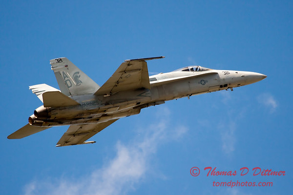 1250 - VFA 106 Hornet East F/A-18 performing at Wings over Waukegan 2012