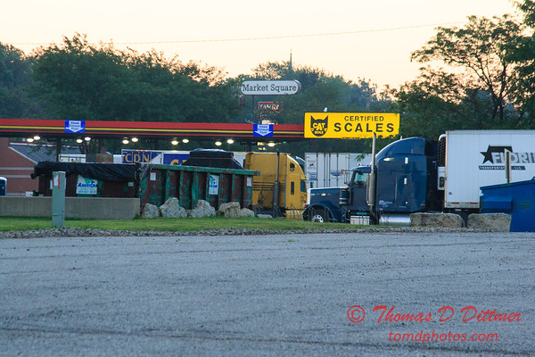 Truck fueling station