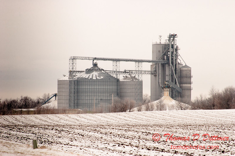 Elevator seen from US Highway 51 south of Heyworth