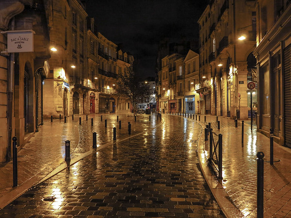 Bordeaux night scene