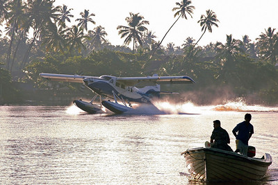 4R-ARB DHC-3T Turbo Otter Sri Lankan Air Taxi. Landing on Bentota River