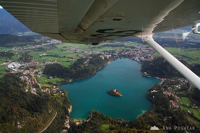 Flying over Triglav - Oct 15, 2009