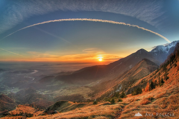 Late fall climb to Mt. Kamniški vrh with a gorgeous sunset