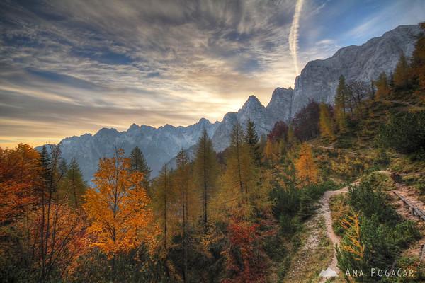Starting the hike before the sunrise