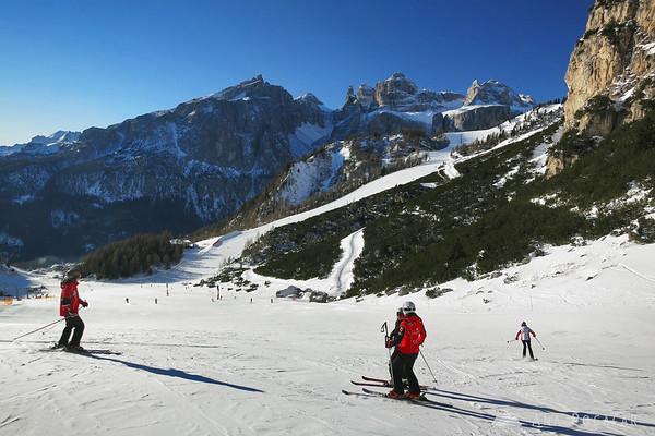 Skiing above Colfosco