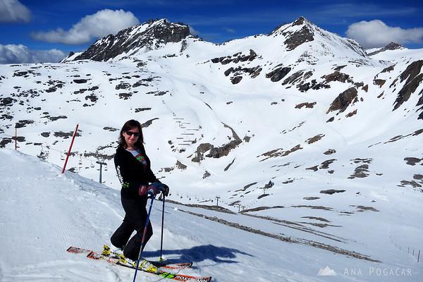 Skiing on the Moelltal glacier