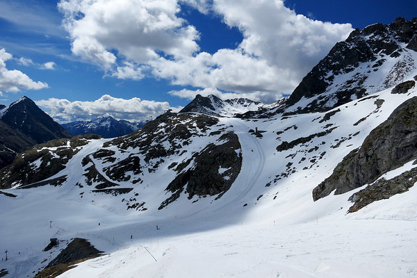 Skiing on the Moelltal glacier