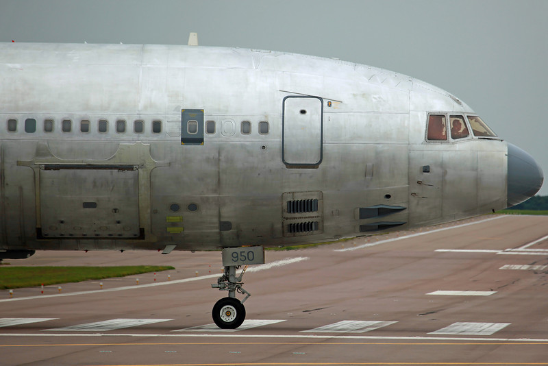 ZD950 Tristar KC1 RAF 216SQ. Departing in bare metal. BZZ 12/7/12.