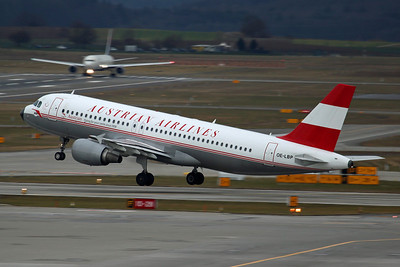 OE-LBP A320-200 Austrian Airlines. Retro colours (applied in 2008 for the 50th anniversary).