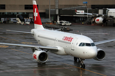 HB-IPT A319-100 Swiss International