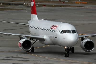 HB-IJE A320-200 Swiss International
