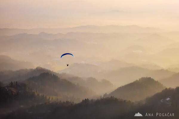 Paraglider from the Kamniški vrh hill