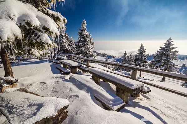 Winter afternoon at Črnuški dom hut on Mala planina