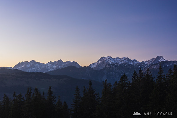 The Kamnik Alps from Kašna planina after sunset. From left to right: Mts. Kočna, Grintovec, Skuta, Turska gora, Brana, Planjava, Ojstrica.