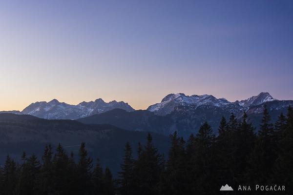 The Kamnik Alps from Kašna planina after sunset. From left to right: Mts. Kočna, Grintovec, Skuta, Turska gora, Brana, Planjava, Ojstrica.