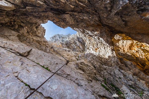 """Bottomless barrel"" on the descent from Mt. Turska gora"