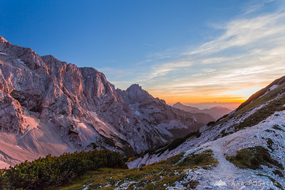 Last sun rays from the saddle between Ledinski vrh and Storžek