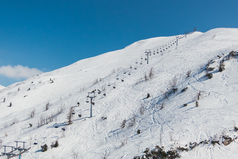 A beautiful sunny day on Krvavec, perfect for skiing