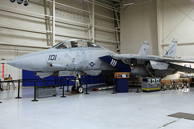 161860/AC-101 F-14B US Navy VFA-32 'Fighting Swordsmen' (NAS Oceana). Marked 'USS Harry S Truman'.
