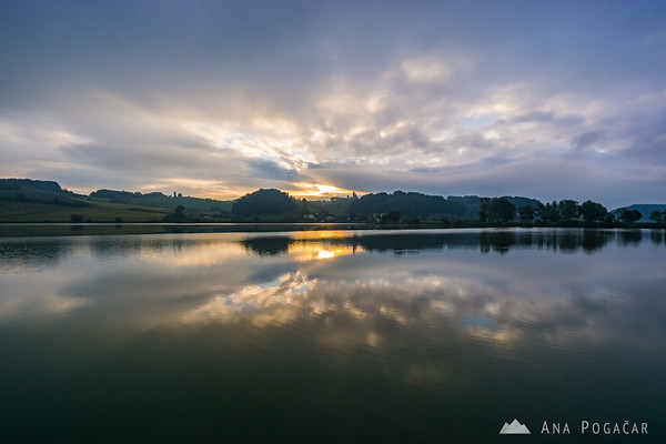 Grey clouds gave way to the sun for a few minutes at Pernica Lake