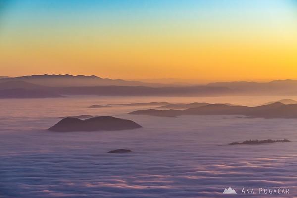 Sunset from Planina Jezerca - Šmarna gora above the fog.