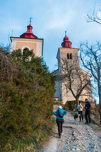 Reaching the churches of St. Primus and St. Peter.