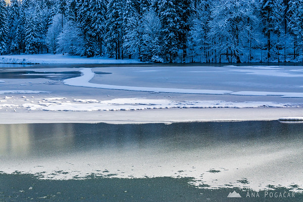 Planšar Lake (Planšarsko jezero) at Jezersko in winter