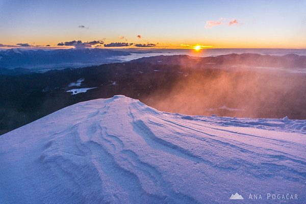 Winter ascent to Mt. Viševnik - first sunrays and unrelenting wind.