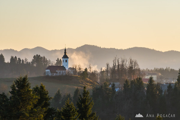 One of the many churches in the Polhograjsko hribovje hills