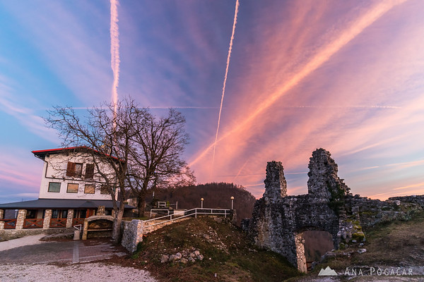 Stari grad and contrails at sunset