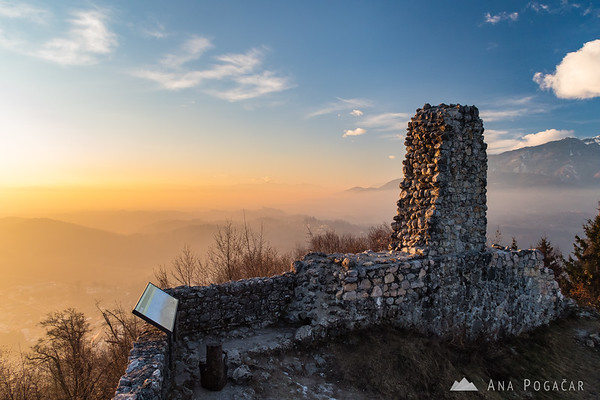 Stari grad ruins on a smoggy afternoon