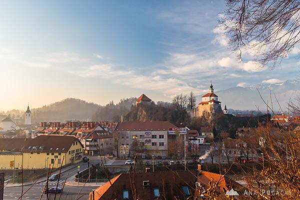Kamnik with Mali grad on the trail to Stari grad