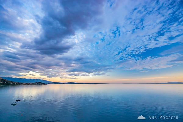 Calm sea near Škrila campground before sunset