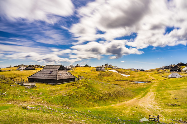 A long exposure shot of the shepherds' settlement and the chapel on Velika planina