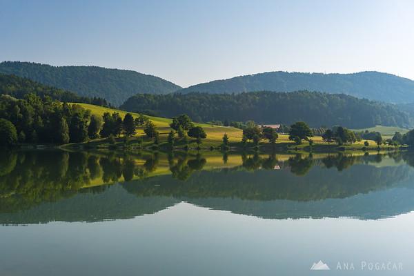 Around Škale Lake on a sunny summer morning