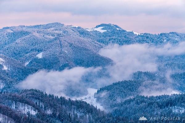 Foggy valleys below Jamnik