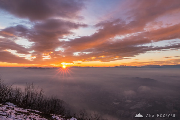 Sun dipping behind the horizon from Špica