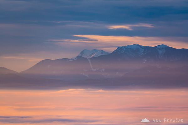 Last sunrays above the sea of fog from Stari grad