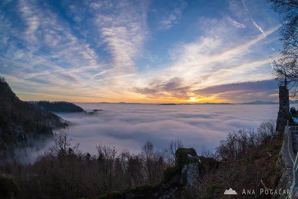 Views of the sea of fog from Stari grad