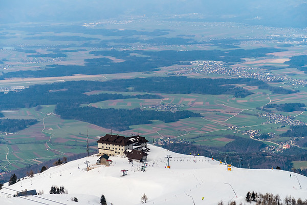 Spring skiing on Krvavec