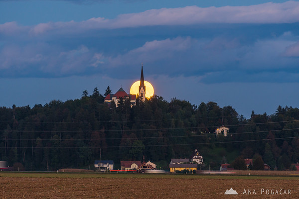 Full moon rising over the Homec church