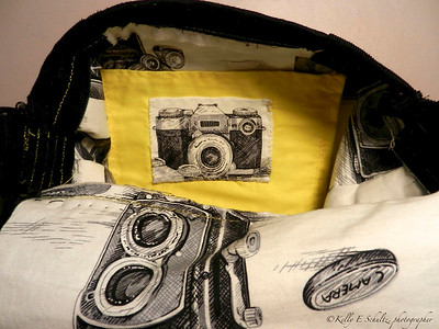 Days 16-20 This is the opposite side of the interior.  This yellow pocket is the perfect size for my Coolpix ~ now I'll always have my camera with me!