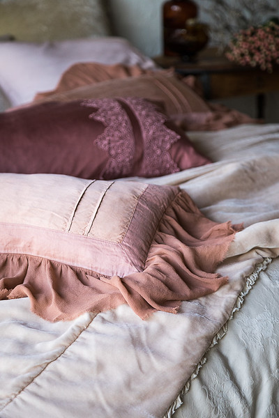 Valentina Kidney Pillows in Rosegold, Satin with Venise Lace Lumbar Pillow in Rosegold, Carmen Personal Comforter in Pearl