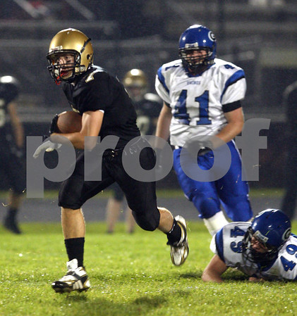 Beck Diefenbach  -  bdiefenbach@daily-chronicle.com<br /> <br /> Sycamore's Danny Schroeder (7) rushes with the ball during the second quarter of the game against Geneva at Sycamore High School in Sycamore, Ill., on Friday Sept. 25, 2009.