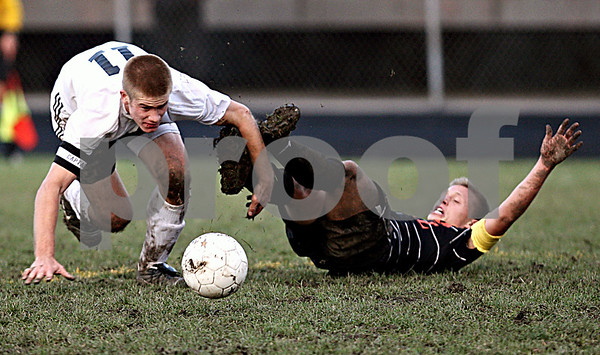 Rob Winner – rwinner@daily-chronicle.com<br /> In the second half, Mark Persson, of Sycamore, and Jared Brendemuehl, of Freeport, battle for control during the IHSA Class 2A Freeport Sectional semifinal in Belvidere on Tuesday October 27, 2009.
