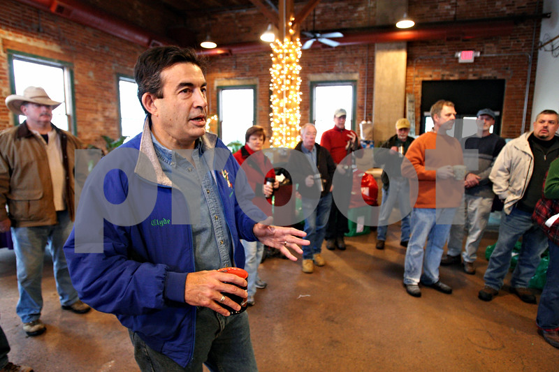 Rob Winner – rwinner@daily-chronicle.com<br /> Rick Turner, of Goodfellows, addresses a group of volunteers before the distribution of 854 gifts to families throughout the community at Blumen Gardens in Sycamore, Ill. on Thursday December 24, 2009.
